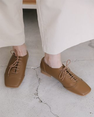 main lace up loafer_ camel