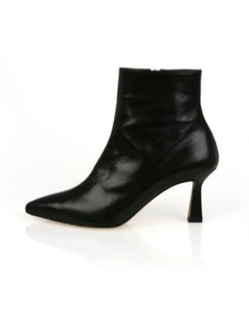 urban modern ankle boots_ black